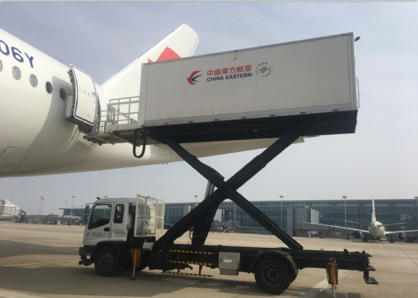 China flies first charter flight with experts, medical material to aid Italy in COVID-19 battle