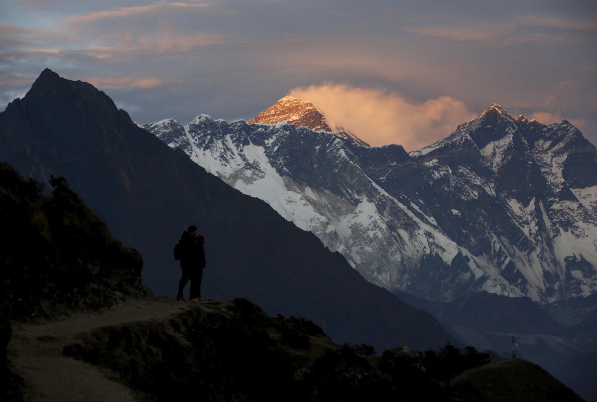Nepal cancels all the spring expeditions including Qomolangma