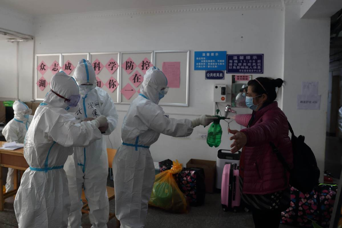 Over 170 cured patients head home after 14-day quarantine in Wuhan