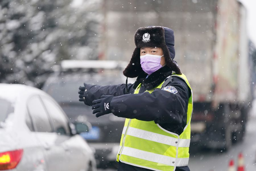 China restores normal traffic order, clearing 'lifeline' for work resumption