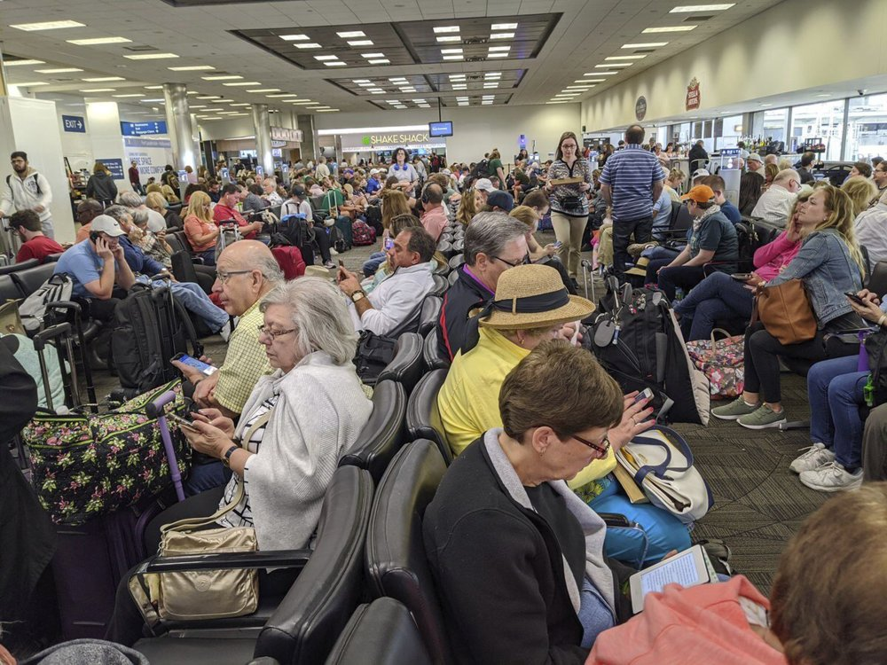 Virus screenings jam US airports; 'atrocious,' a flyer says