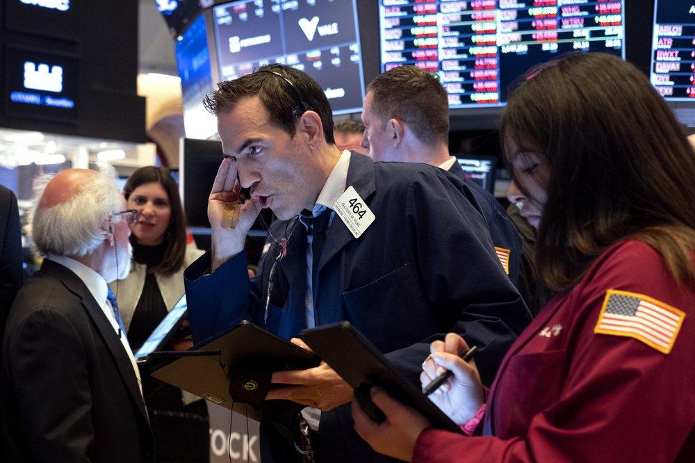 Dow drops nearly 3000 points on coronavirus fears