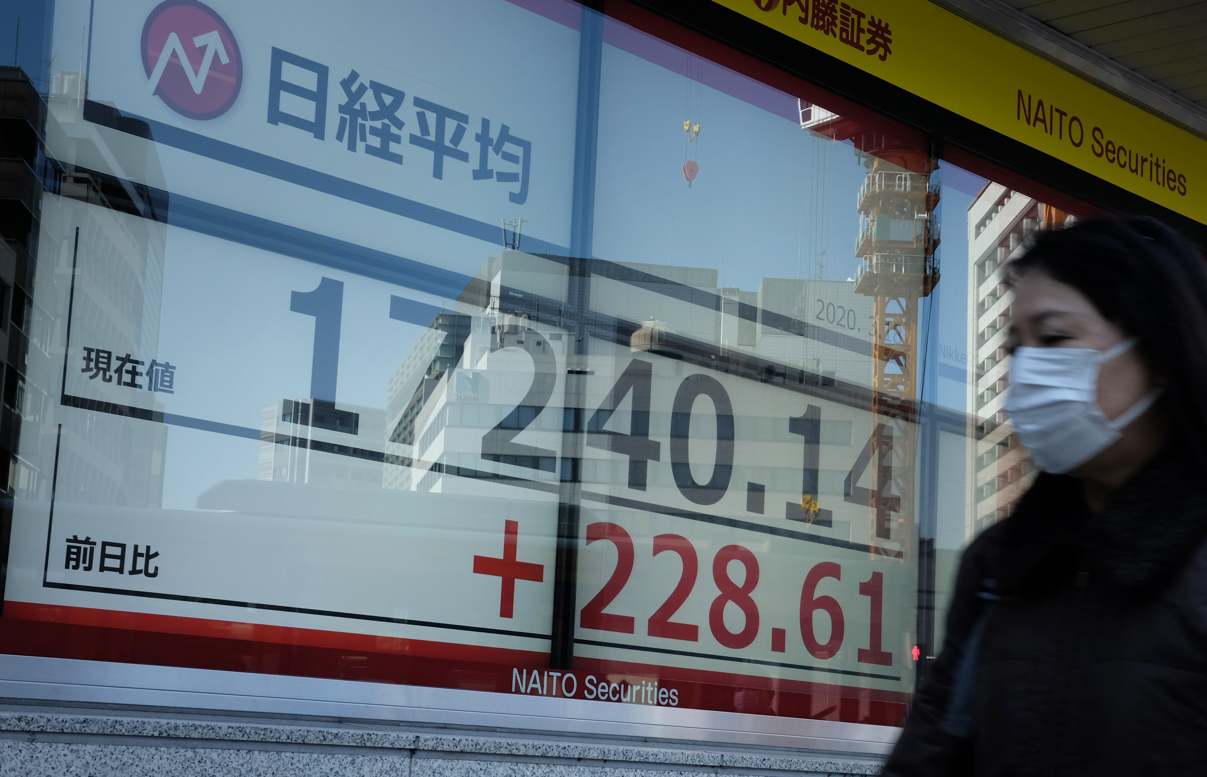 Tokyo stocks more than 2% up after ECB bond-buying scheme