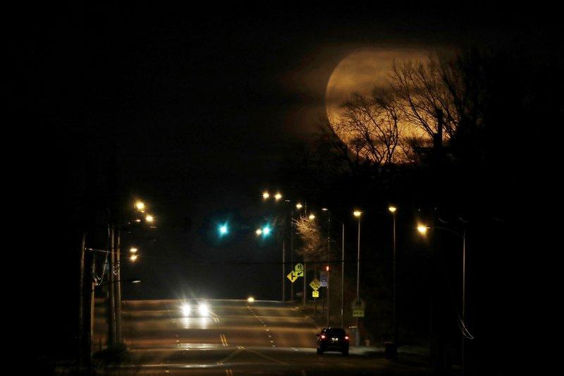 Stuck home? Planets, moon providing predawn entertainment