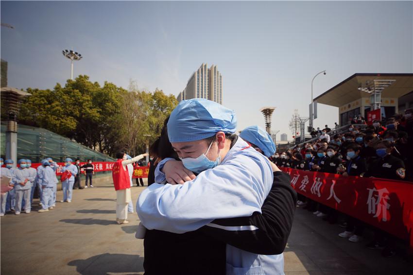 Jiangsu medics leave Wuhan for home
