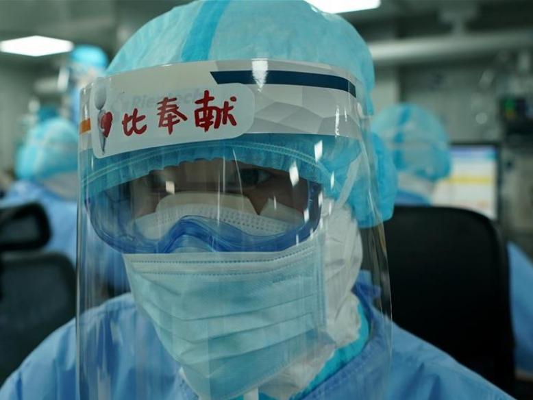 Medics work in ICU of Huoshenshan Hospital