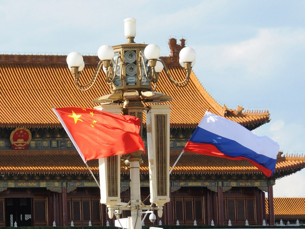 Xi, Putin discuss strengthening cooperation on fighting COVID-19 by phone
