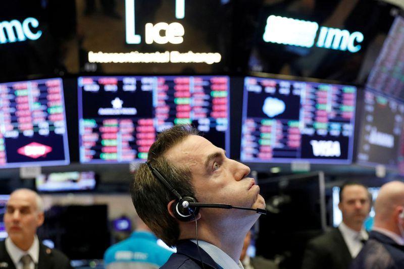 US stocks mixed as virus impact worsens