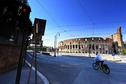 Italy virus toll tops 4,000, New York joins California in lockdown