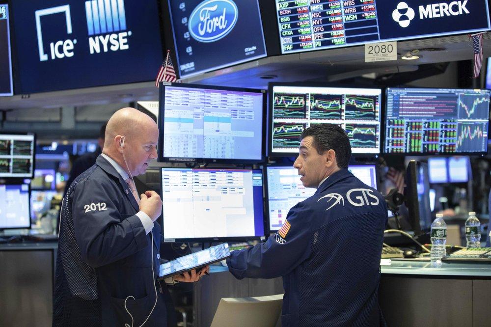 US stocks sink as virus fears persist