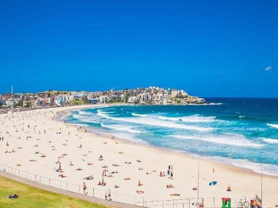 Sydney's Bondi Beach closed after crowds ignore virus warnings