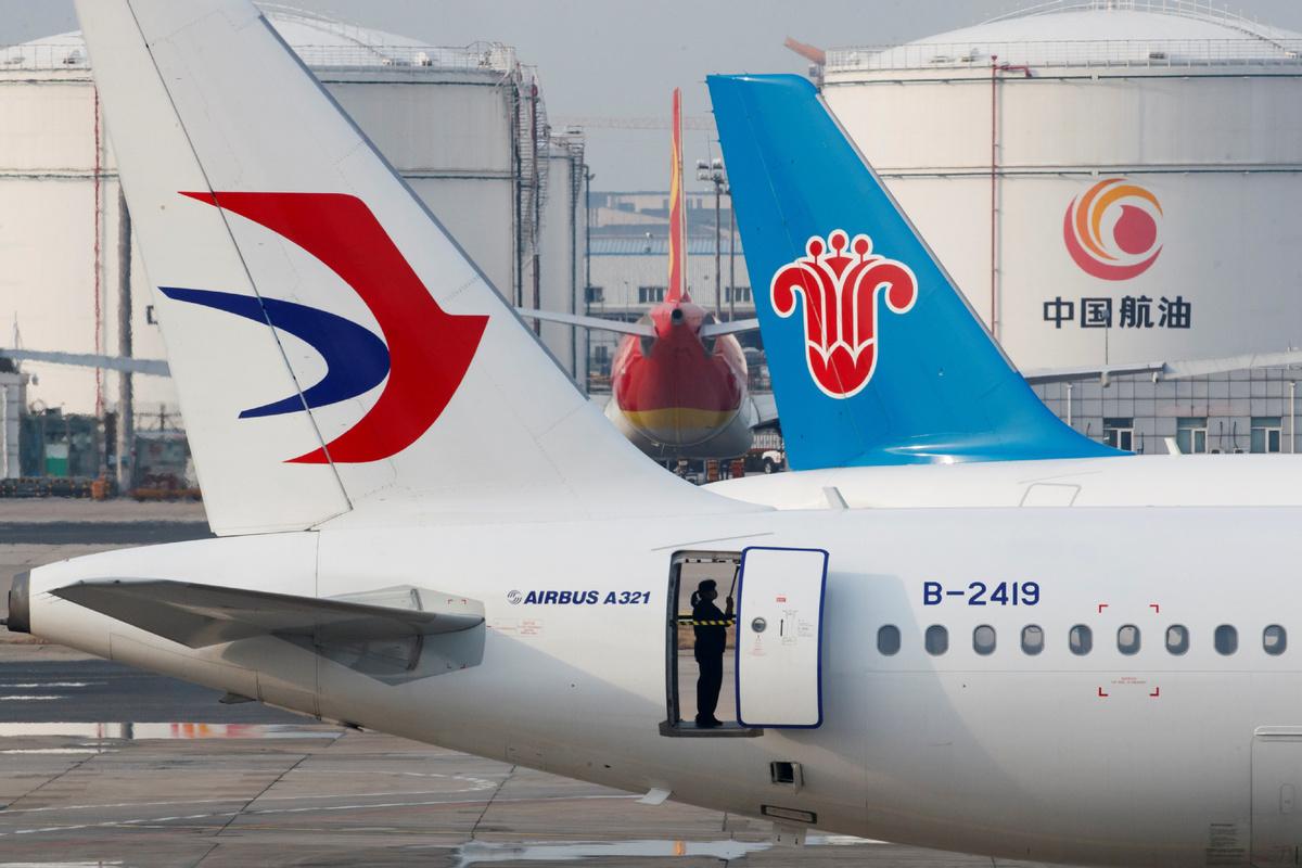 Beijing diverting flights to fight virus