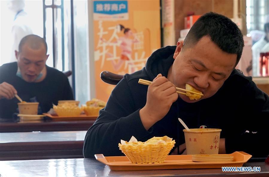 Restaurants resume dine-in service amid epidemic prevention measures