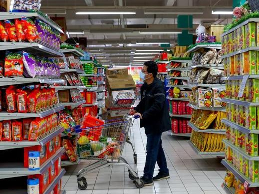 Wuhan partially reopens commercial outlets in residential communities