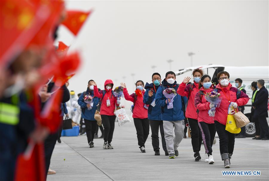 Medical workers return home from Hubei