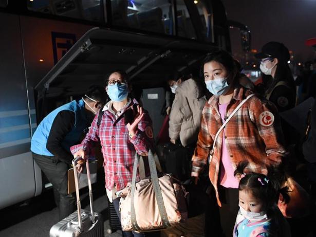 Over 800 people stranded in Hubei return to Beijing