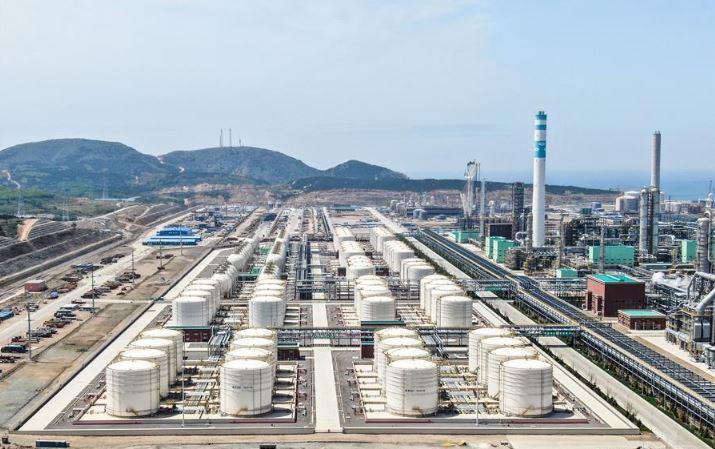Oil prices rise amid stimulus optimism