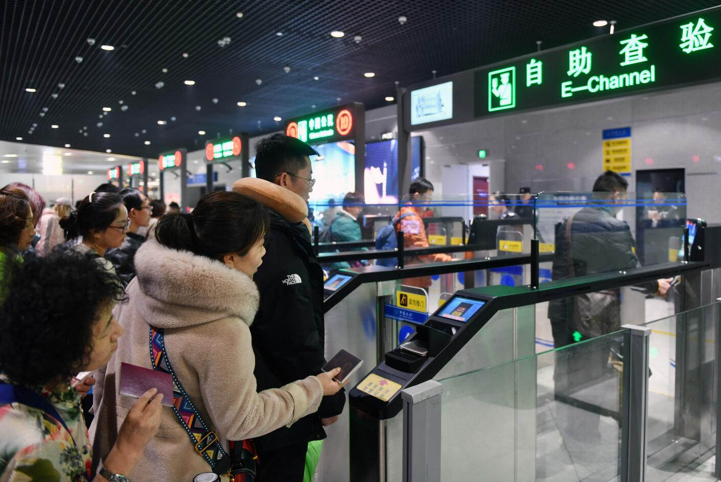 China suspends entry by foreign nationals holding Chinese visas, residence permits