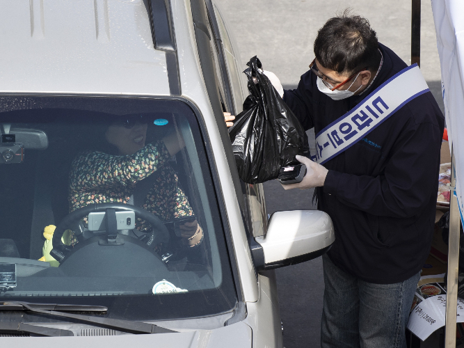 S.Korea reports 105 more COVID-19 cases, 9,583 in total