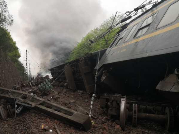 One killed as train derails in central China
