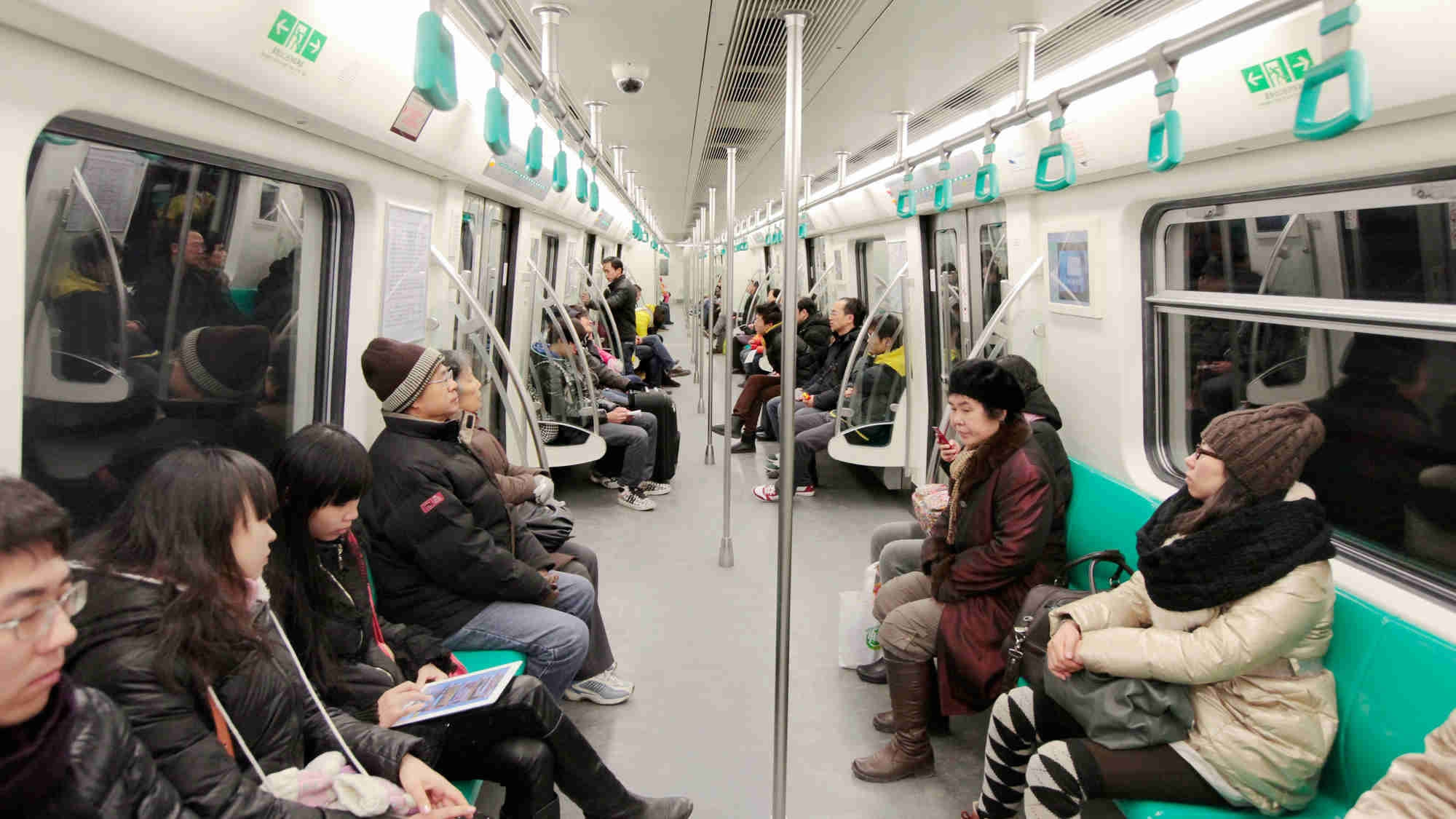 China bans eating, begging, peddling in subway