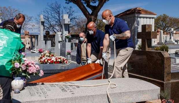 Spain announces 812 virus deaths in 24 hours, total 7,340