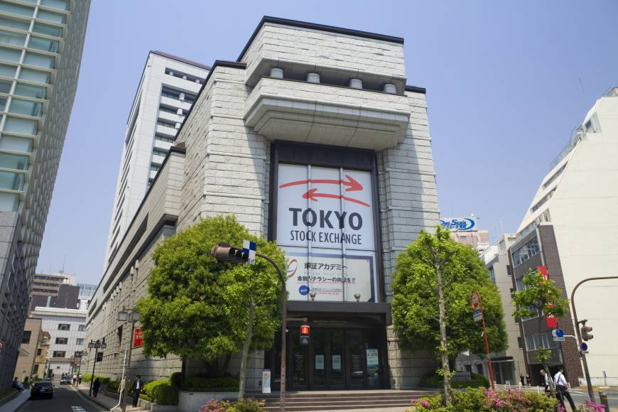Tokyo stocks close lower on concerns over COVID-19 spike in capital