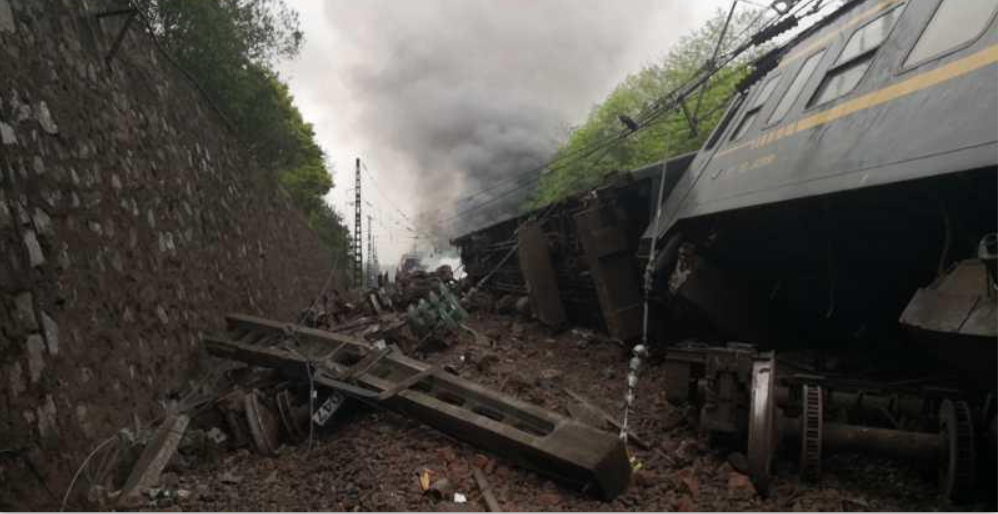 More than 20 injured as train derails in central China