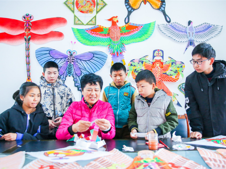 Kite-making a new class for Chinese teens