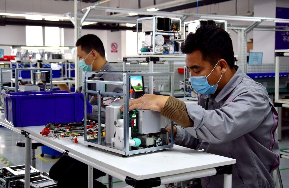 China racing to lift output of ventilators
