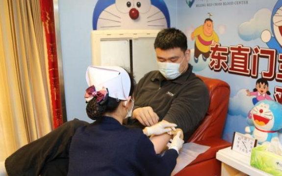 Yao Ming donates blood in Beijing
