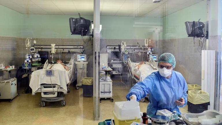 US virus deaths pass 5,000: Johns Hopkins