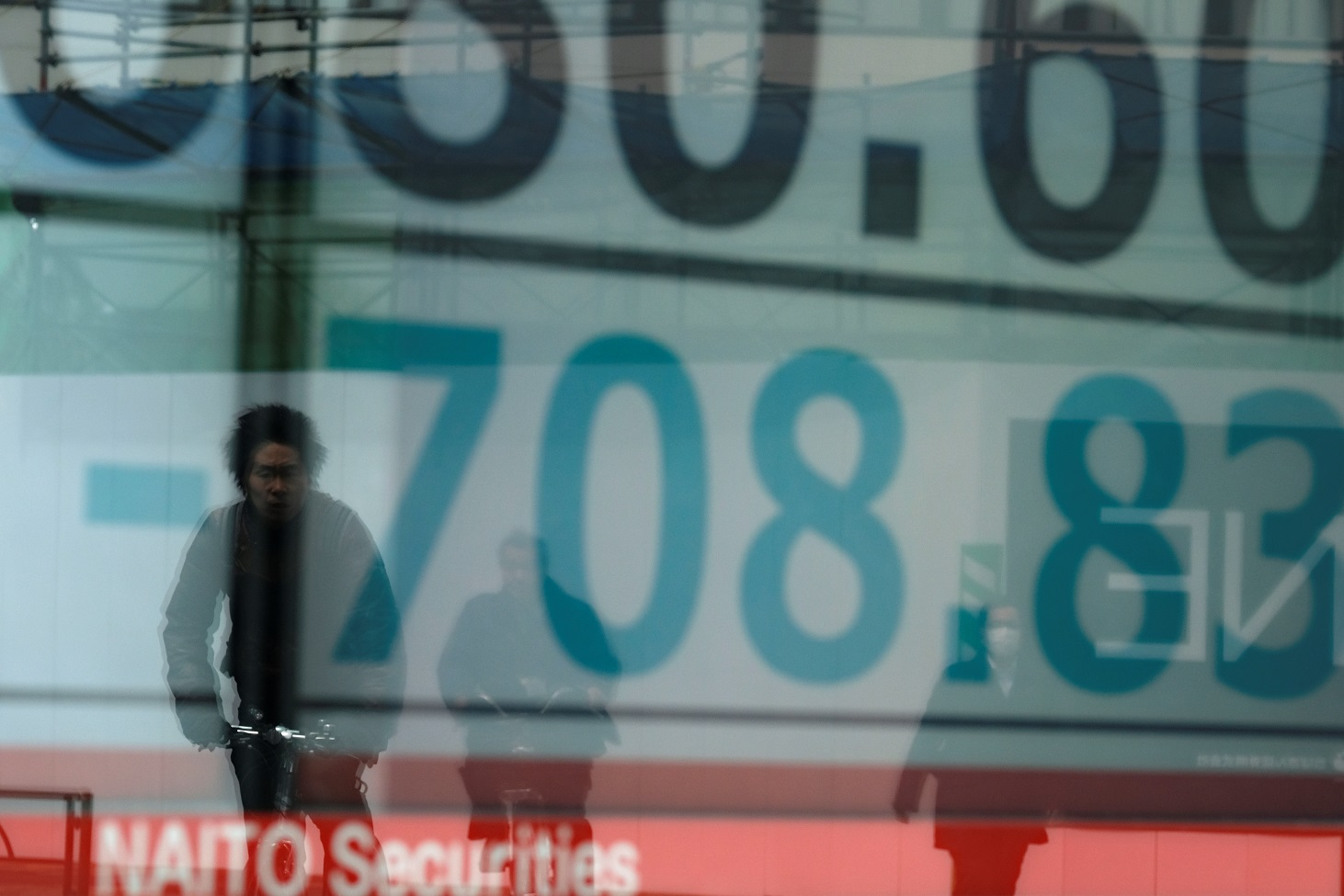 Asia markets extend Wall St losses as traders eye growing crisis
