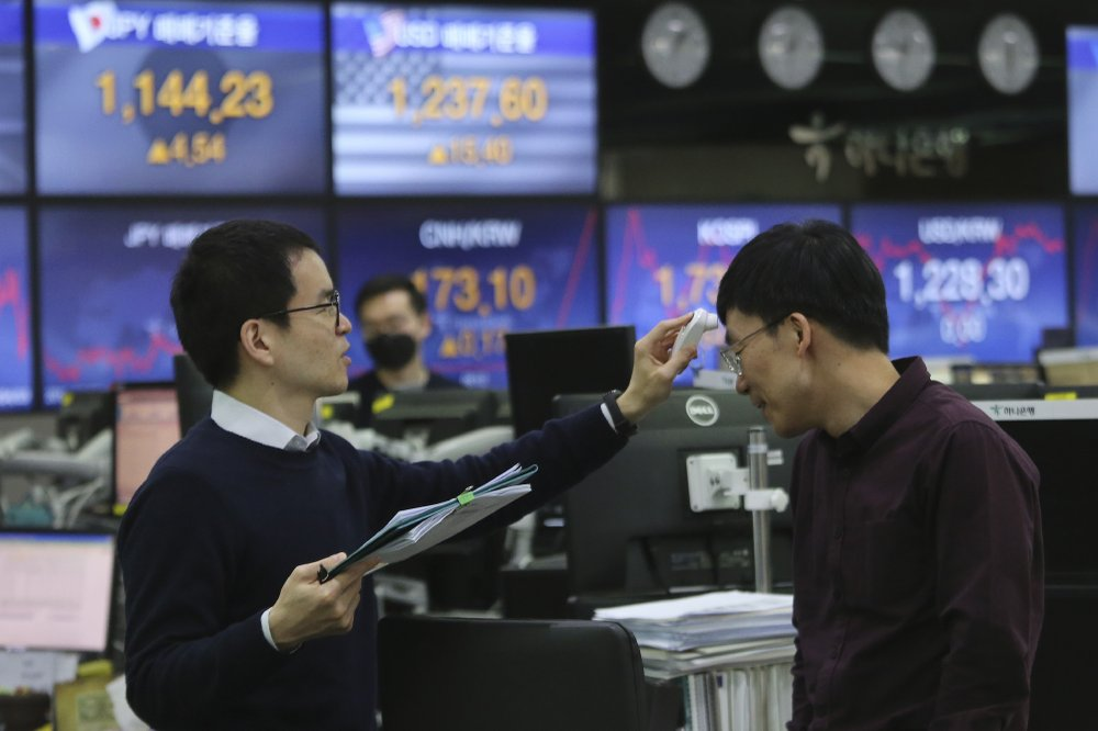 Global stocks down with US jobs, oil rally in focus