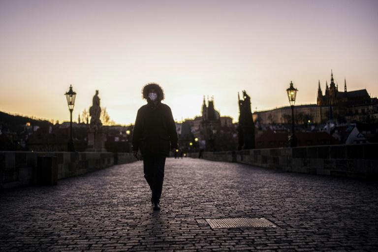 Global virus cases near a million as Spain sees record deaths