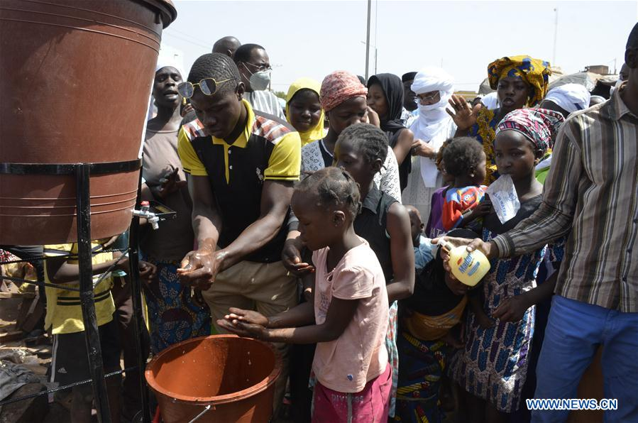 Malian gov't installs hand-washing kits in public places to contain COVID-19