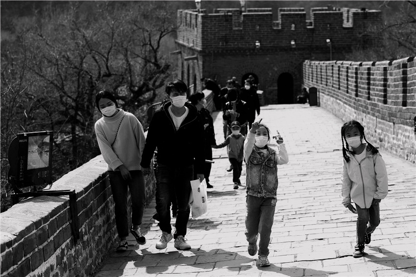 Great Wall reopens more sections to visitors as COVID-19 crisis wanes
