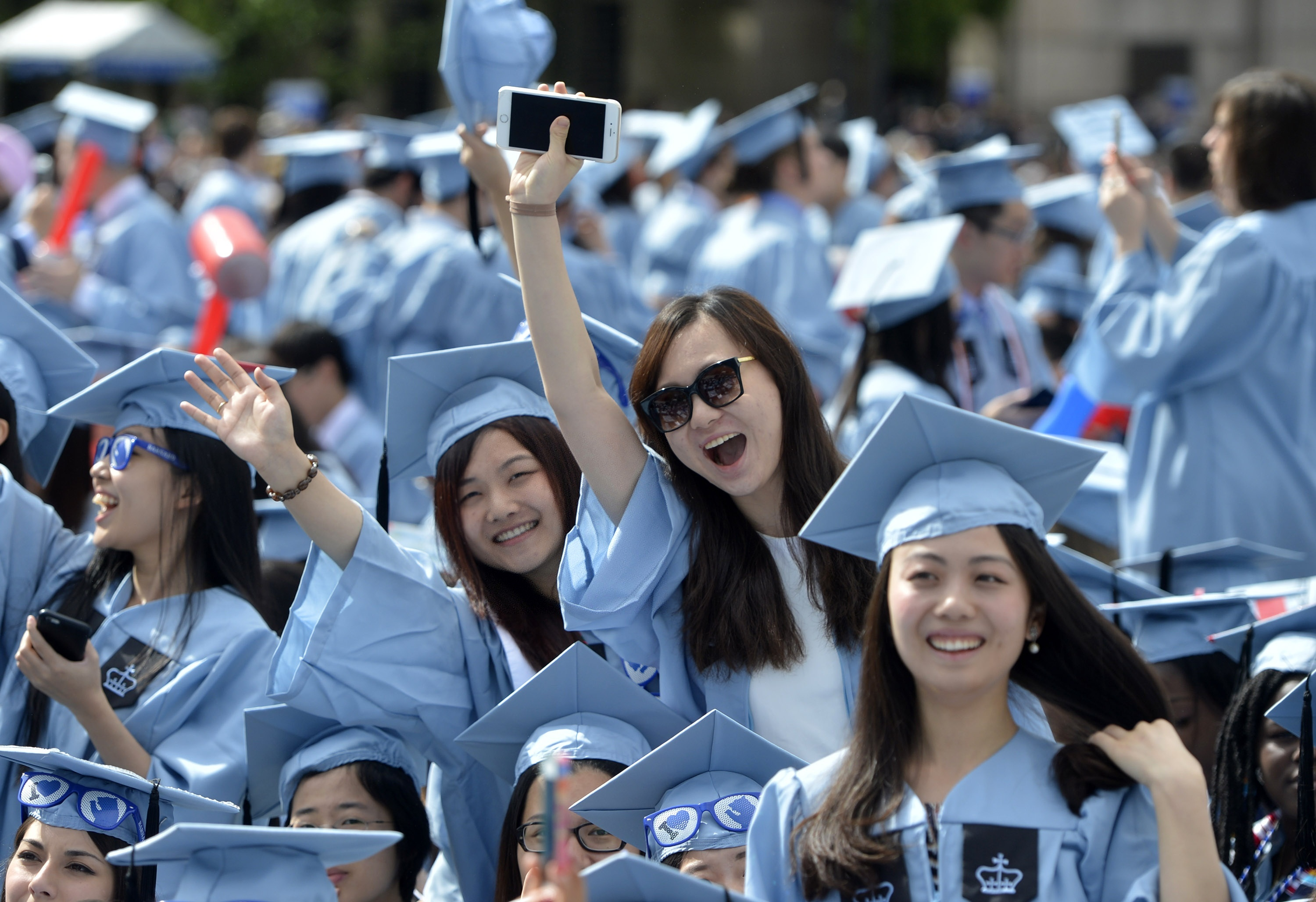 More Chinese students returning home after overseas study