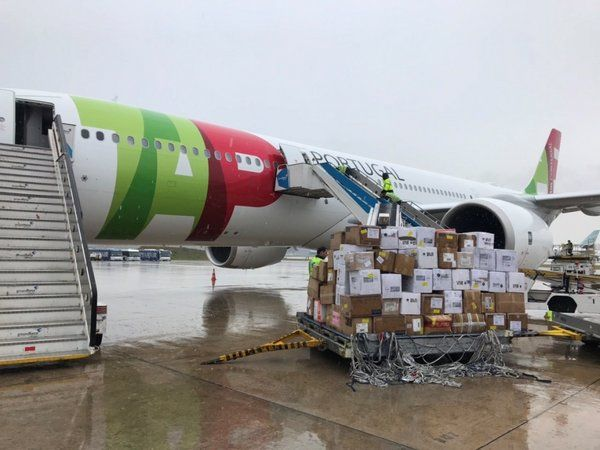 Flight carrying medical donation arrives in Portugal from China