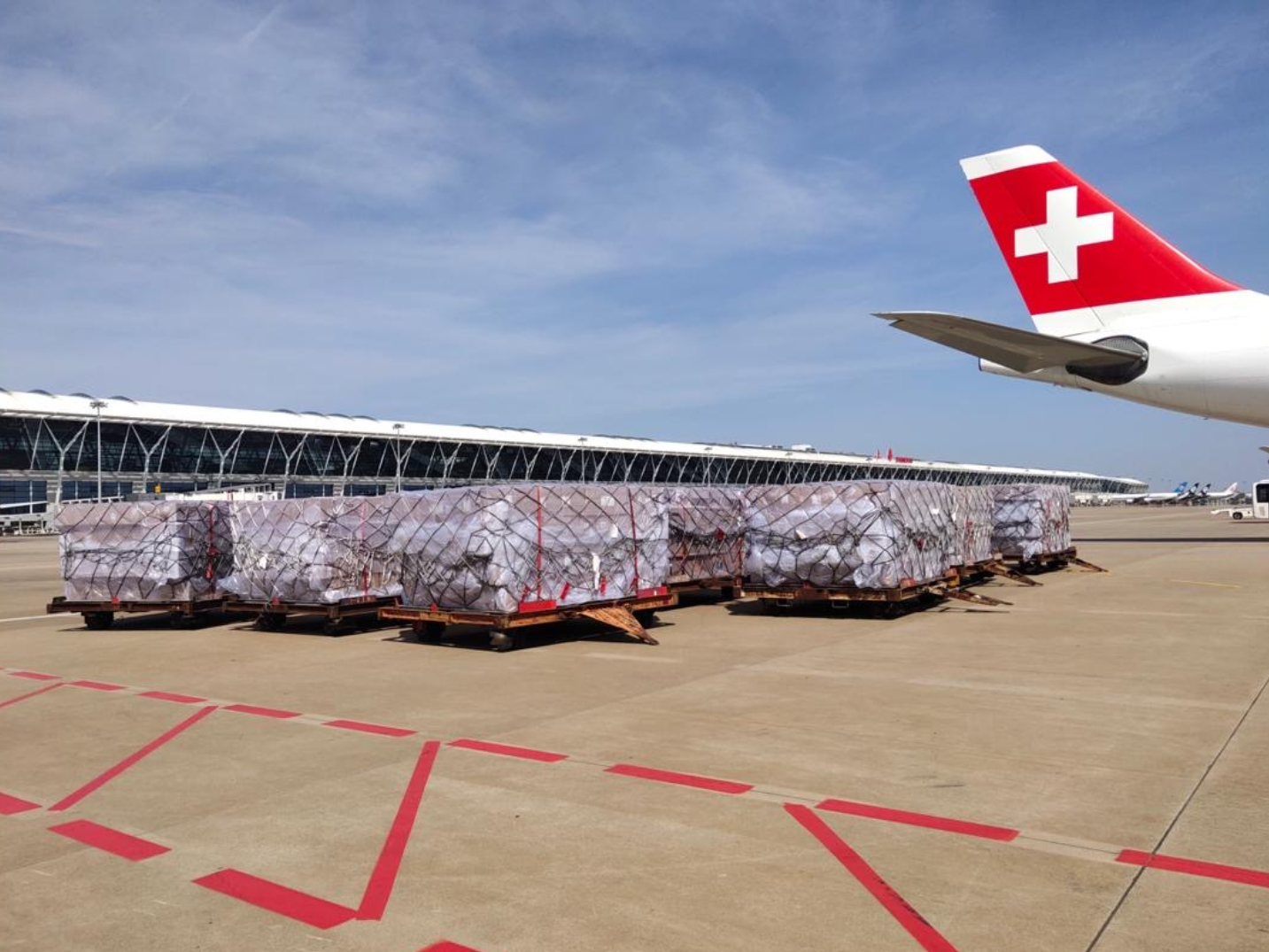 Over 35 mln medical protective items to be transported from China to Switzerland
