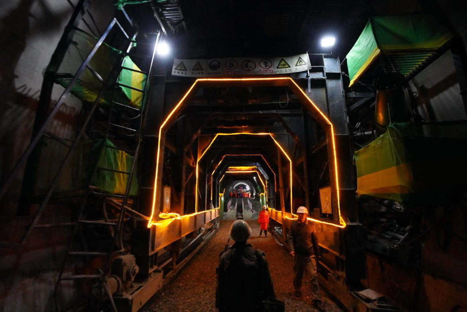All 47 tunnels along the Sichuan-Tibet Railway from Lhasa to Nyingchi completed