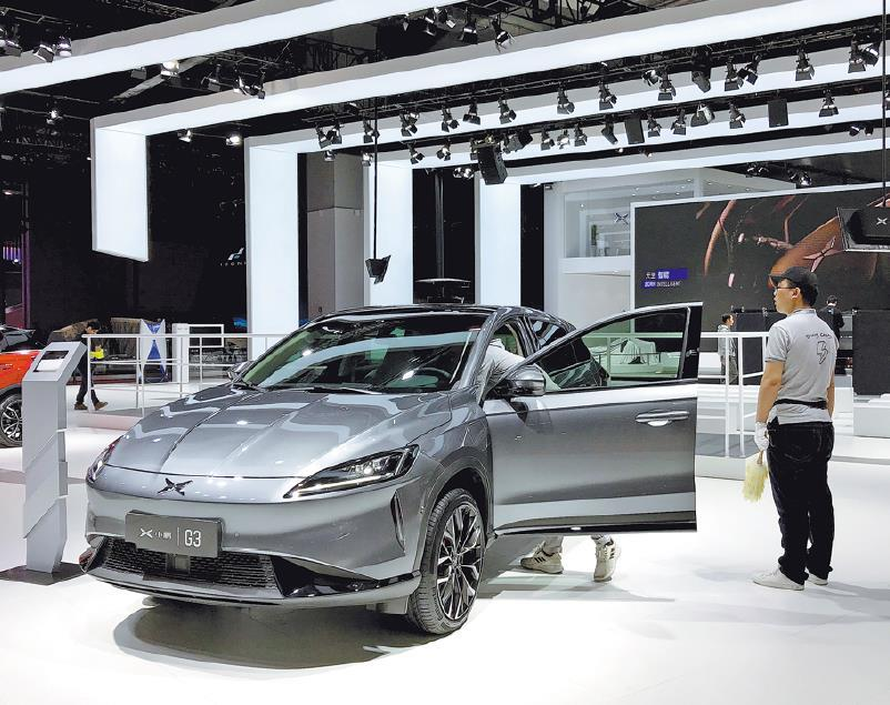 China lowers threshold for new energy car producers to spur market vitality