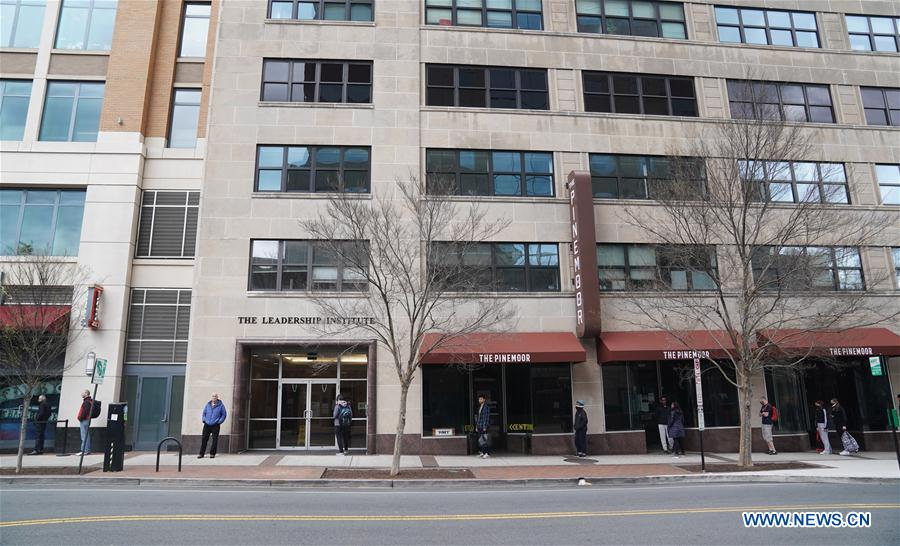 People practice social distancing in Arlington, US