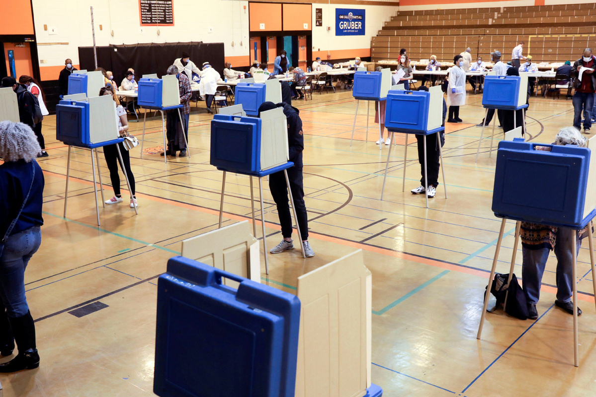 Wisconsin holds presidential primary election during virus crisis