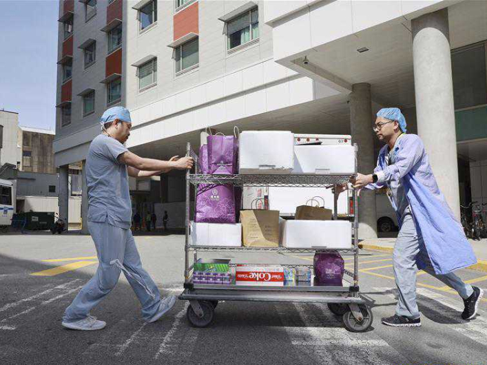 Chinese restaurants donate meals to frontline healthcare workers in Vancouver