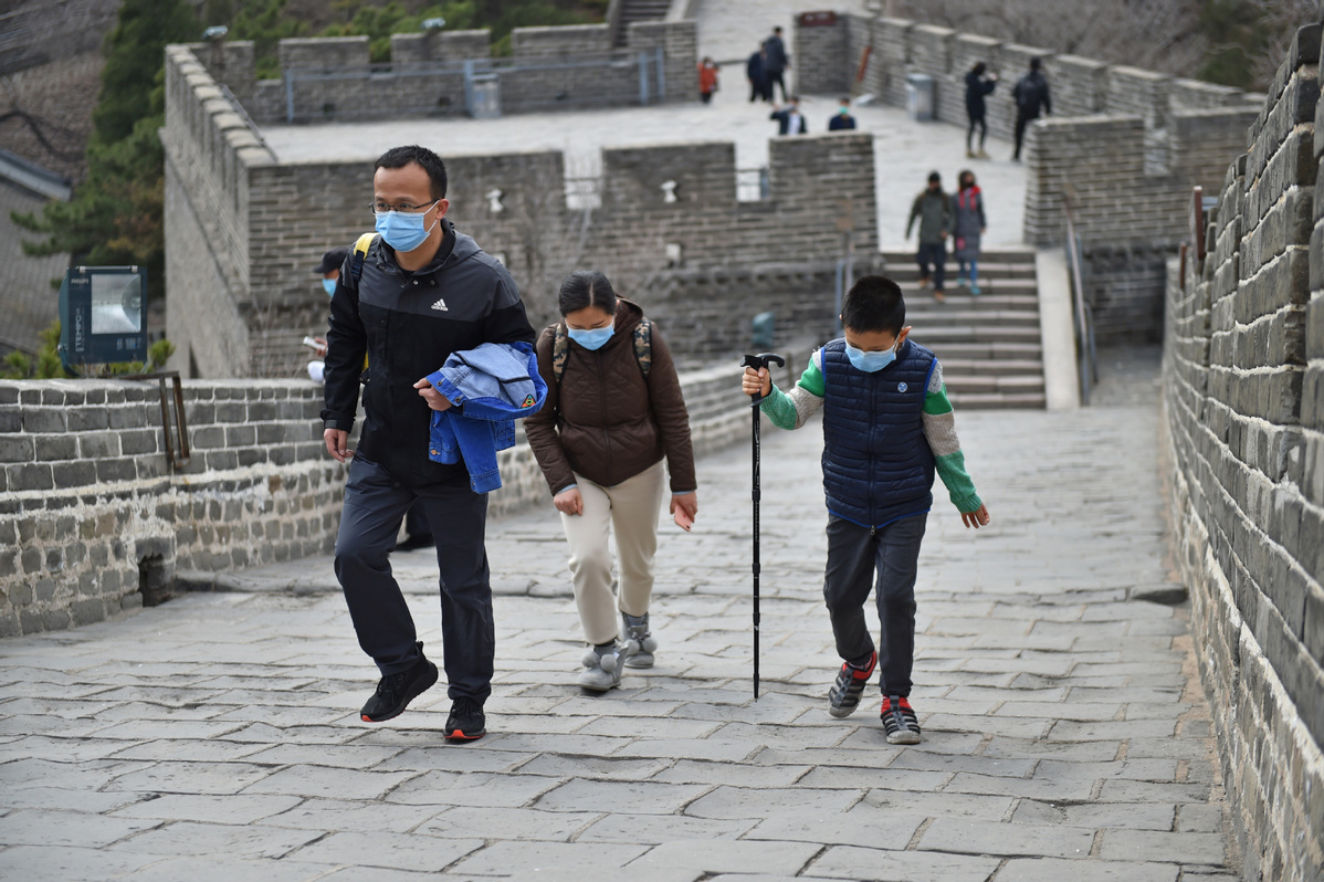 Man detained for defacing Badaling Great Wall, banned from revisiting