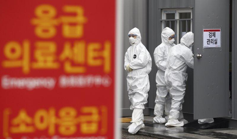 South Korea to tighten border controls to slow import of new coronavirus