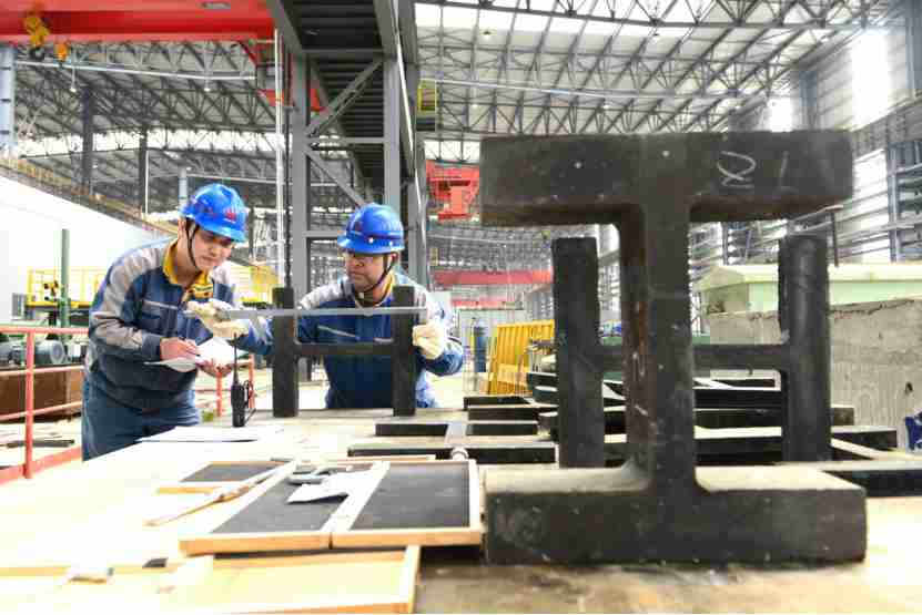 Chinese enterprises quicken steps to resume production