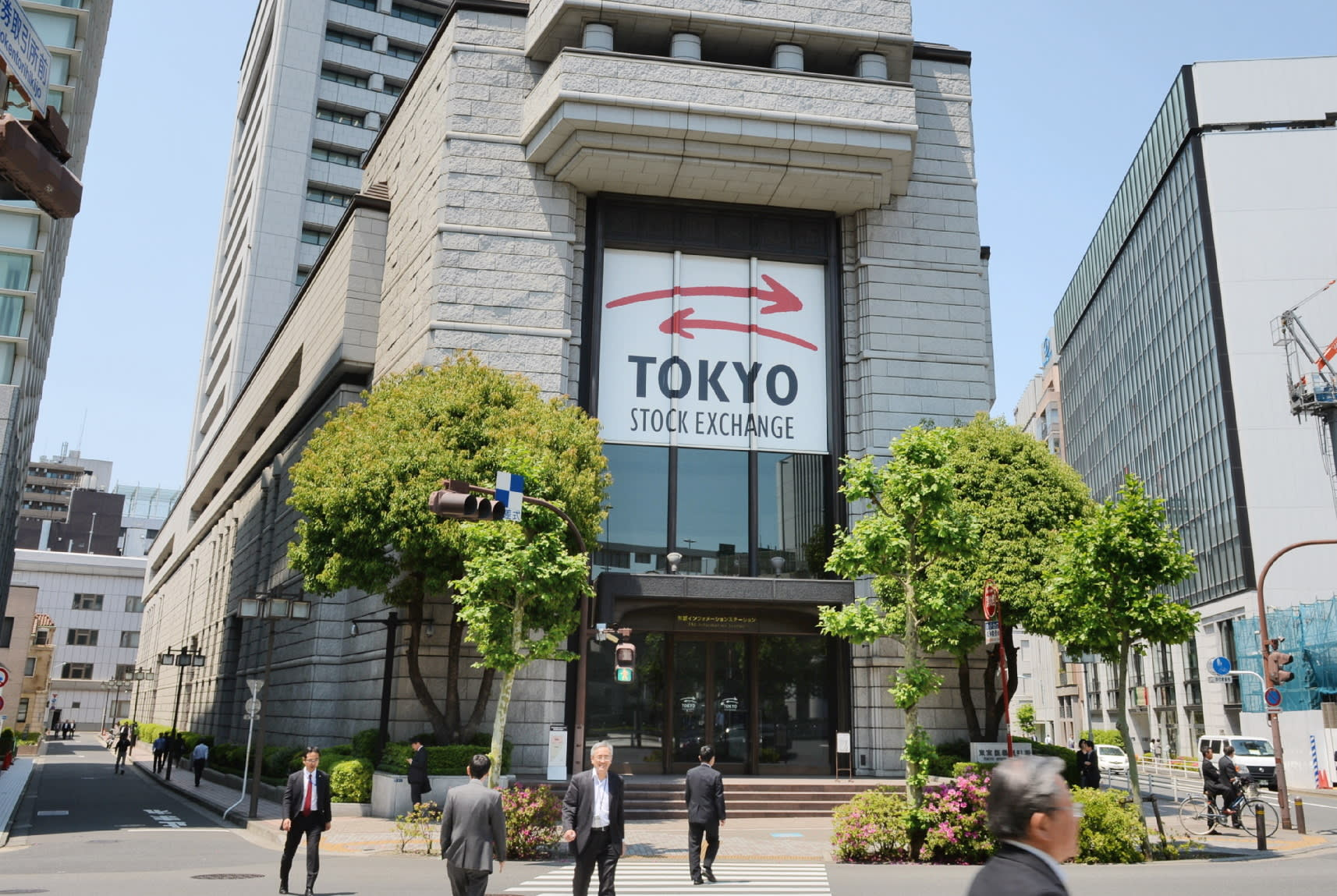 Tokyo shares close higher on massive US stimulus