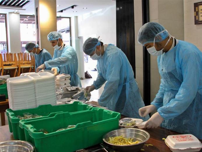 Palestinian chefs prepare food for people under quarantine